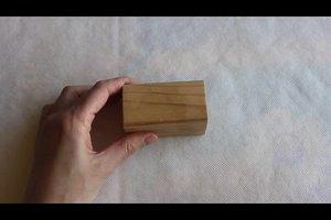 Fettflecken auf Holz richtig entfernen