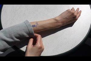 Tattoo vor Sonne schützen - so gelingt's