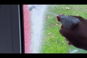 Schneespray entfernen - so werden Ihre Fenster schnell wieder sauber