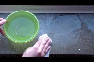 Wasserflecken auf der Fensterbank - Marmor reinigen geht so