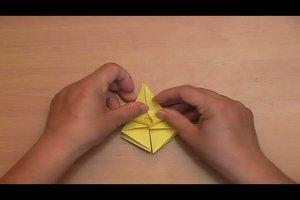 Eine Origami-Lilie falten