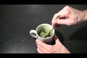 Pesto selber herstellen - Rezepte für grünes und rotes Pesto