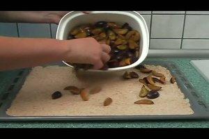 Streusel für Zwetschgenkuchen selber machen