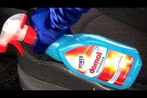 Einen Fettfleck auf Autositzen entfernen - so geht's