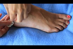 Blutblase am Fuß - so lindern Sie Schmerzen