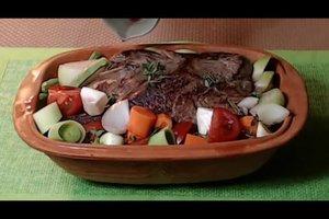 Rinderbraten im Römertopf - ein Rezept mit Gemüse und Rotwein