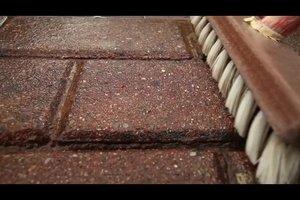 Weiße Flecken auf Pflastersteinen entfernen - so geht's