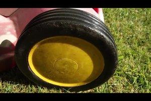 Feuchten Rasen mähen - das sollten Sie beachten