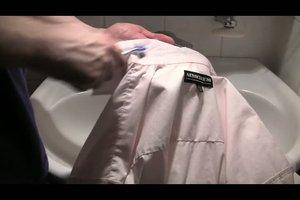 Weiße Hemdkragen reinigen - so geht´s
