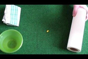 Farbe aus dem Teppich entfernen - so geht's