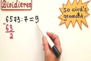 Dividieren leicht gemacht - die Matheexpertin erklärt die schriftliche Division