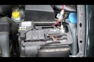 Das Herstellungsdatum der Autobatterie ermitteln - so geht's