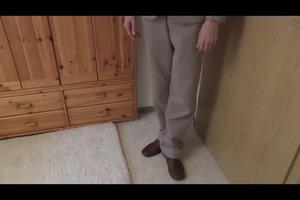 Grauer Anzug und braune Schuhe - so wird's harmonisch