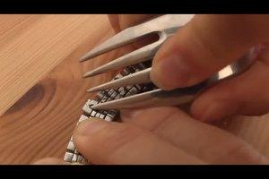 Uhrenarmband kürzen - so nehmen Sie Elemente richtig heraus