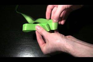 Schleife binden für ein Geschenk - Anleitung für Schlaufen-Schleife