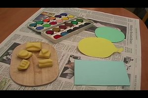 Einladungen für den Kindergeburtstag basteln - eine Idee mit Kartoffelstempeln