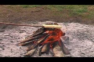Stockkuchen - ein Rezept zum Aufwärmen am Lagerfeuer
