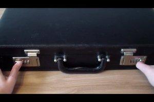 Zahlenschloss am Koffer einstellen - so geht's