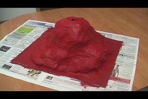 Wie baut man einen Vulkan aus Pappe? - Bastelanleitung