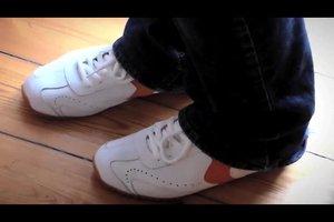 Schuhe quietschen beim Laufen - so beheben Sie das Geräusch