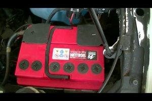 Batteriesäure in der Autobatterie - so messen Sie die Säuredichte