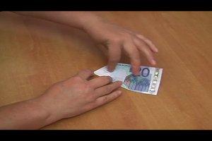 Flieger basteln aus Geldscheinen - so geht's