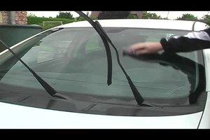 Wachs von der Autoscheibe entfernen - so funktioniert's