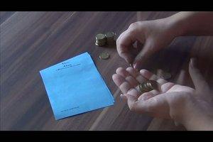 Münzen rollen - so wickeln Sie Münzen in Papier