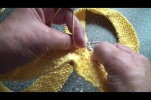 Strickanleitung für einen Loop-Schal - so gelingt er im Perlmuster