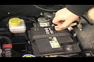 Auto startet nicht, Batterie ist voll - so können Sie den Fehler beheben