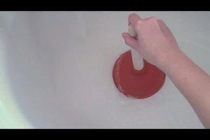 Verstopfte Dusche - so läuft das Wasser wieder ab