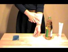 VIDEO: Knutschfleck entfernen - so gehts ganz einfach