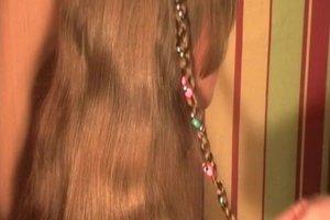 Perlen im Haar - so flechten Sie sie ein