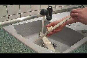 Sprüharm beim Geschirrspüler reinigen - so wird´s gemacht