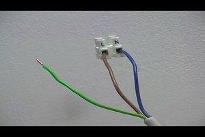 Strom blau und braun - Kabelfarben