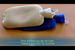 Eine Wärmflasche nutzen - darauf sollten Sie achten