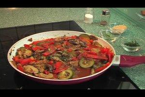 Mediterrane Gemüsepfanne - ein Rezept mit Auberginen
