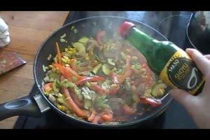Bunte Reispfanne - vegetarisch und gesund zubereiten