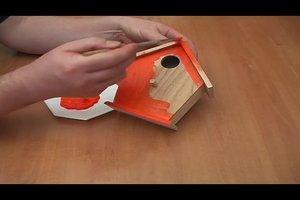 Bauanleitung für ein Vogelhäuschen - bunt und verspielt