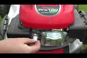 Rasenmäher reparieren - Zündkerzen selber auswechseln