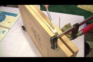 Buchrücken kleben - so reparieren Sie ihn mit Leim