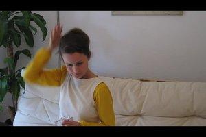 Mit Haarkamm die Haare hochstecken - so wird es festlich