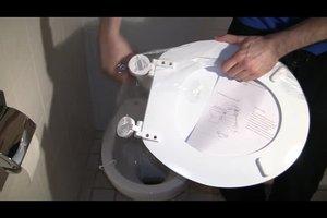 Toilettendeckel anschrauben - so geht´s