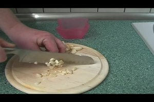 Knoblauchöl selber herstellen - so geht´s