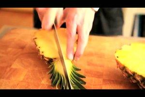 Eine Ananas dekorativ schneiden - Anleitung