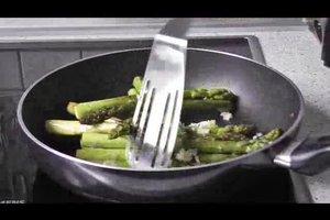 Zubereitung grüner Spargel - so braten Sie ihn