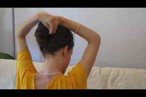 Hochsteckfrisuren für mittellanges Haar - so gelingt eine Banane