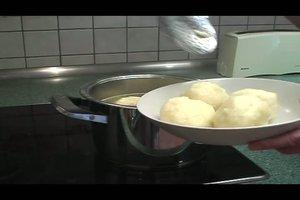 Kartoffelklöße aus gekochten Kartoffeln selber machen