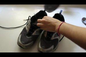 Geruch aus Schuhen entfernen - so geht's