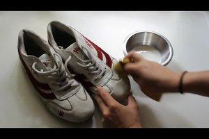 Salzränder an Schuhen entfernen